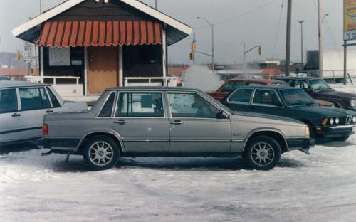 1405 Hammond lot , winter, late 80's, the marketability of Volvos in North Bay was beginning to be recognized. As seen by only one BMW in the shot and four Volvos.